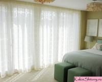 tyul-v-spalnyu-dizajn-spalni-shtory-dlya-spalni-295