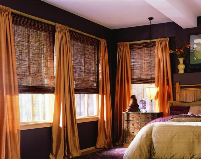 сочетание бамбуковых рулонных штор и портьер