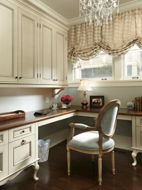 рабочий кабинет в викторианском стиле с английской шторой