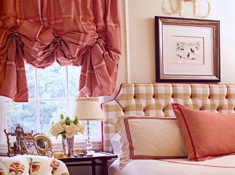 сочетание расцветки английской шторы с обивкой мебели