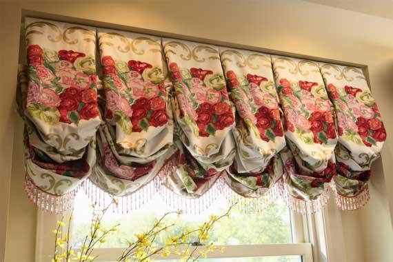 австрийская штора с цветочным орнаментом