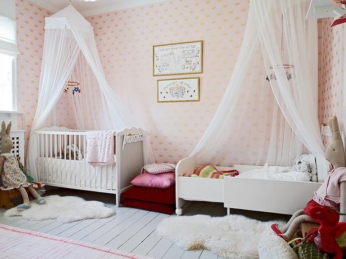 фото балдахина из ткани тюль в детской комнате