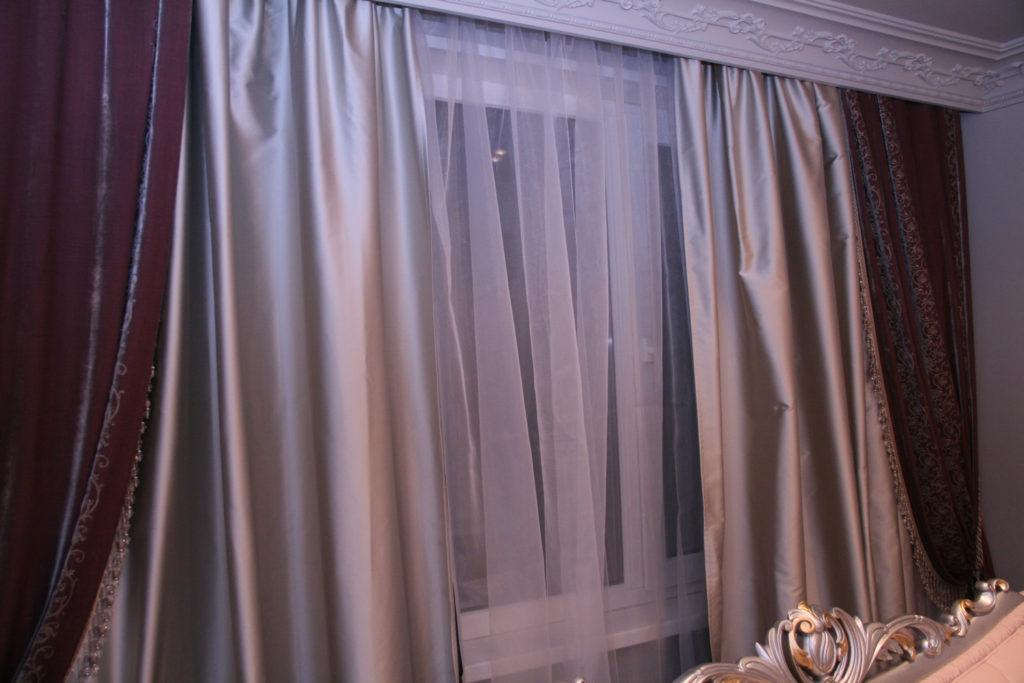 атласные шторы в сочетании с бархатными портьерами