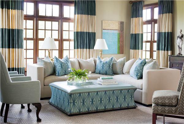 бежево-бирюзовые шторы в гостиной