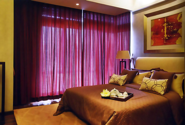 бордовый тюль в спальне