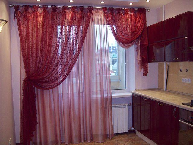 бордовые шторы и тюль в кухне