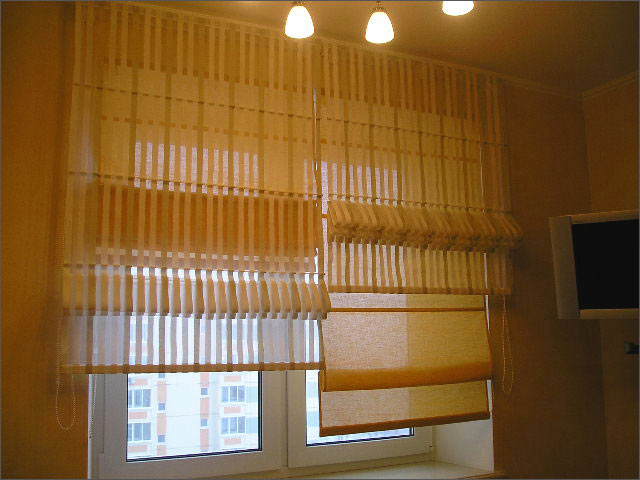 фото двойной римской шторы