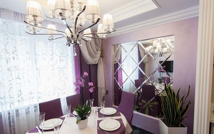 фиолетовые гардины в интерьере столовой