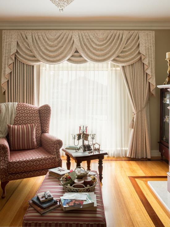 фото штор с ламбрекенами в гостиной