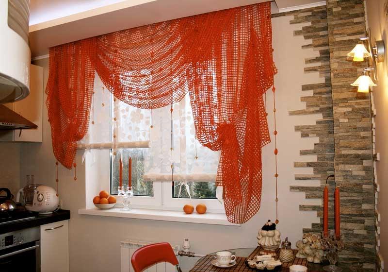 как выглядят оранжевые шторы в кухне