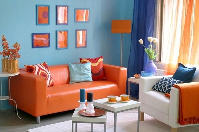 оранжевый тюль с синим цветом стен