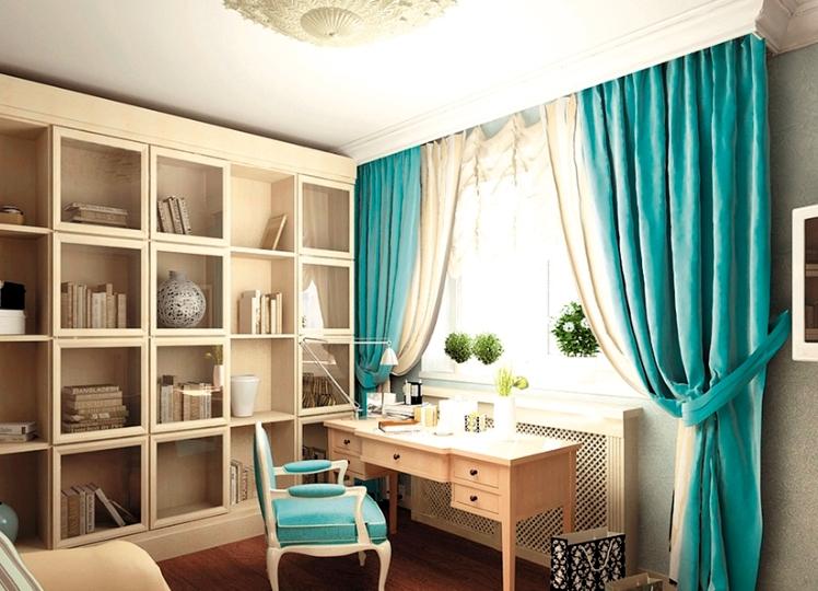 бежевый интерьер комнаты с бирюзовыми портьерами