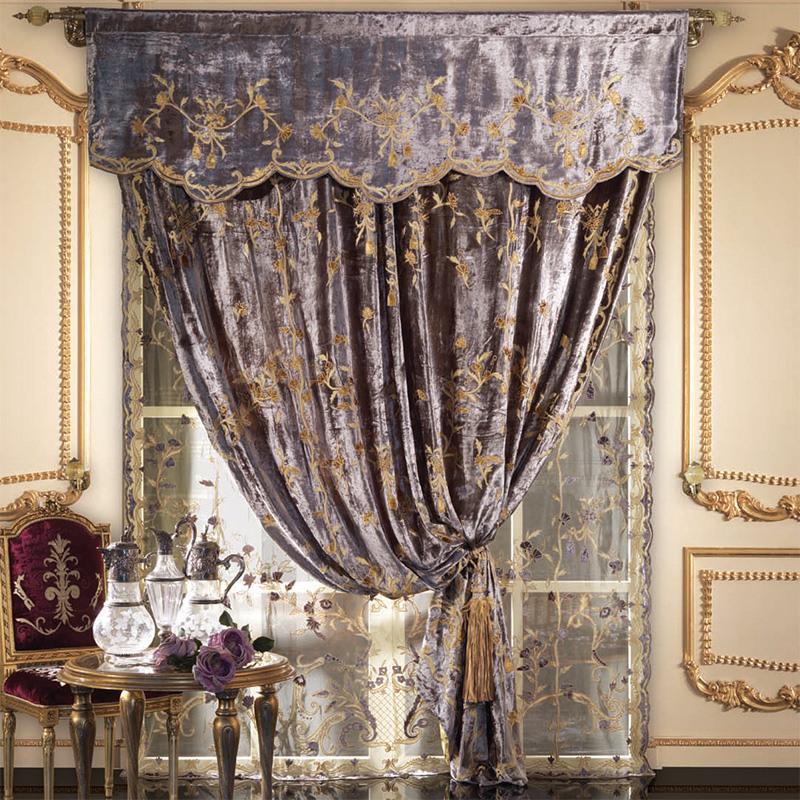 бархатные шторы в гостиной в стиле рококо