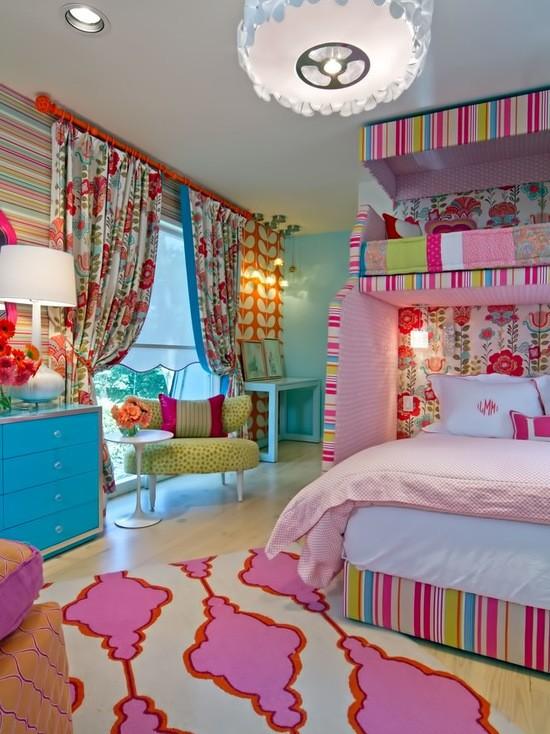 яркий дизайн текстиля в детской комнате для девочки