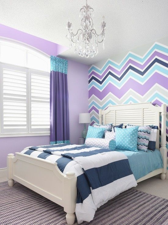 бирюзово-лавандовый интерьер в комнате подростка