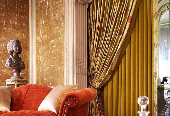 шторы из натуральных тканей в дверной проем