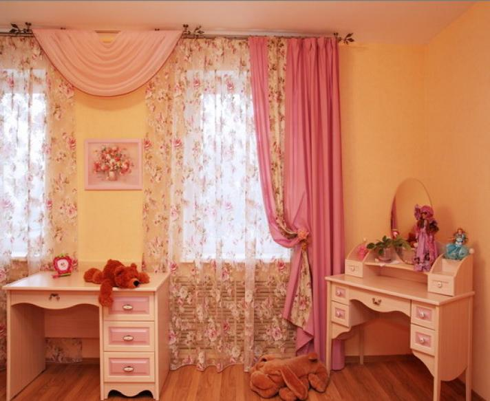 фото тюля из вуали с мягким ламбрекеном в комнате девочки