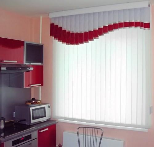 фото вертикальных жалюзи в кухне