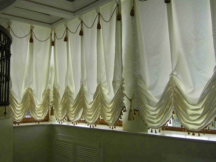 фото австрийских штор на балконе
