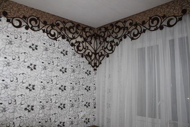 ажурный ламбрекен с переходом на стену