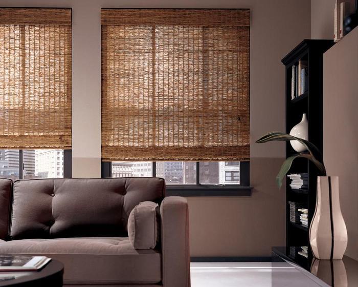 фото бамбуковых жалюзи в гостиной