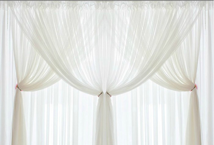 фото белых штор из ткани вуаль