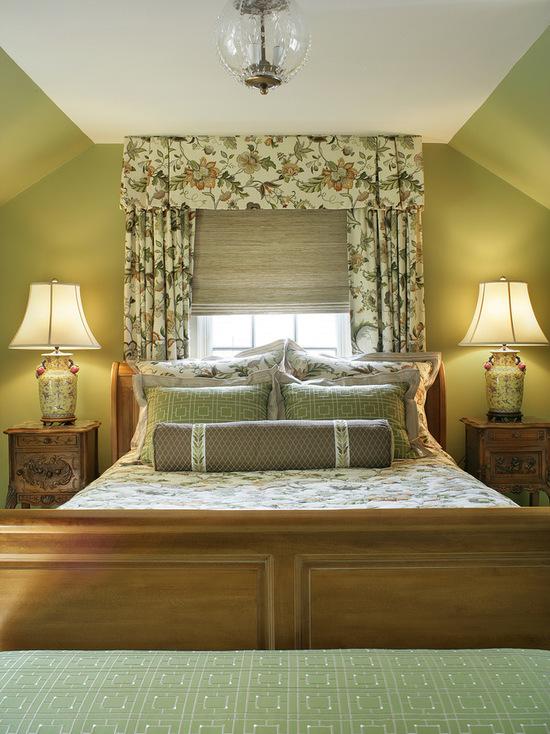 бежево-зеленые шторы в спальне