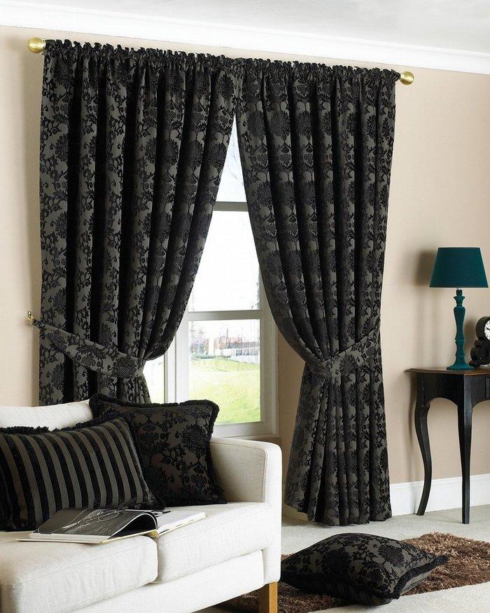 шторы черного цвета в дизайне гостиной