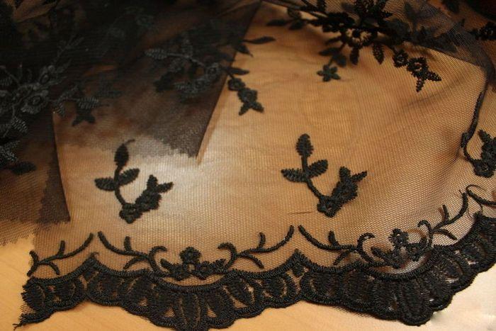 Фото вышитого тюля черного цвета