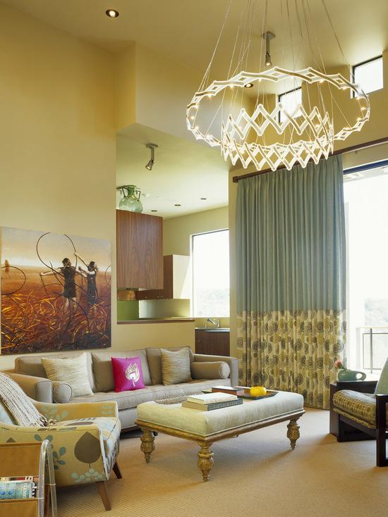 фото двухцветных штор с рисунком для зала