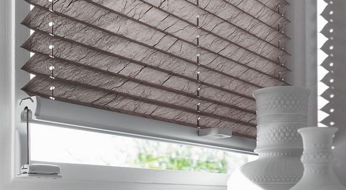 как крепятся шторы плиссе на пластиковые окна
