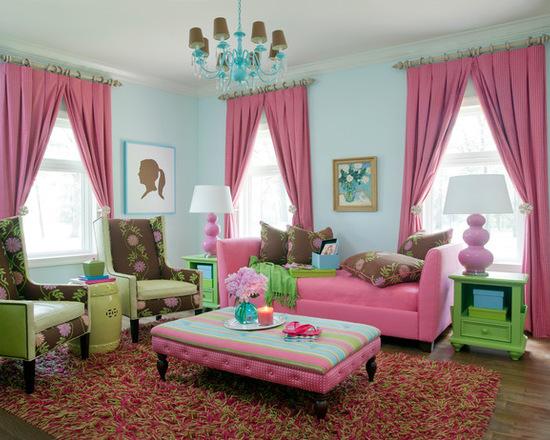сочетание розовых штор с зеленами акценами в интерьере