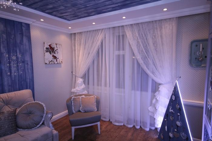 фото штор из вуали со складками в гостиной комнате