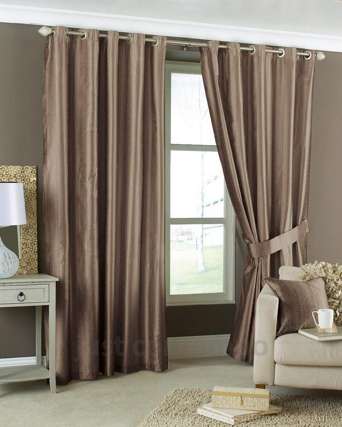 фото штор на люверсах в гостиной комнате