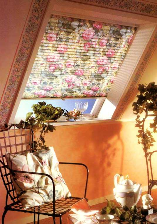 бумажные шторы плиссе на чердачном окне