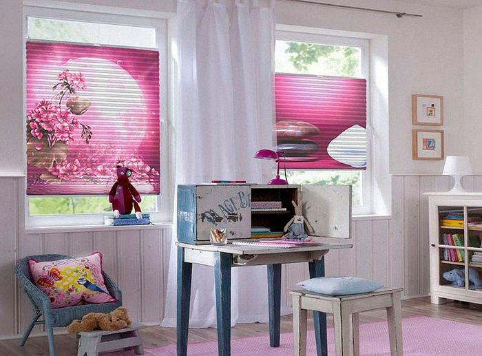 фото штор плиссе с рисунком в детской комнате