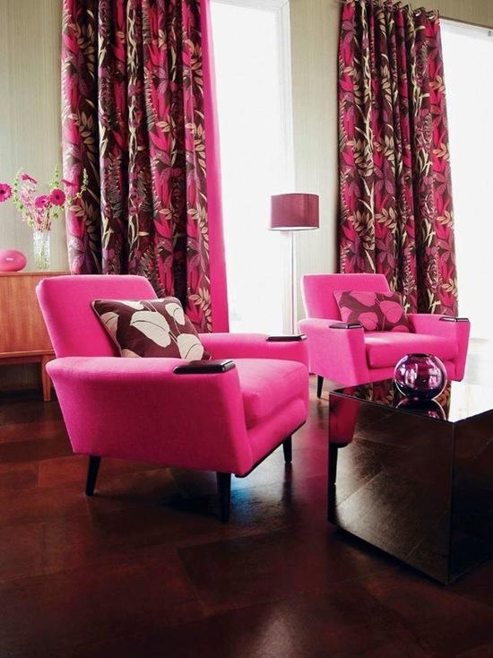 шторы ярко-розового цвета в гостиной комнате