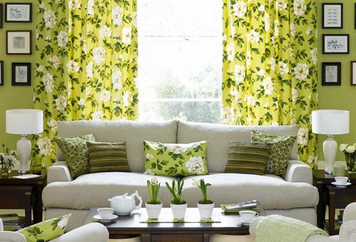фото желто-зеленых занавесок в гостиной