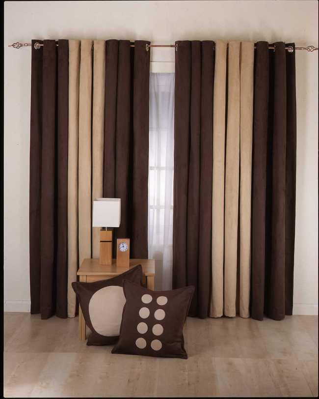 сочетание коричневого с бежевым в дизайне штор