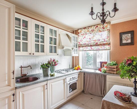 римская штора с принтом для кухни