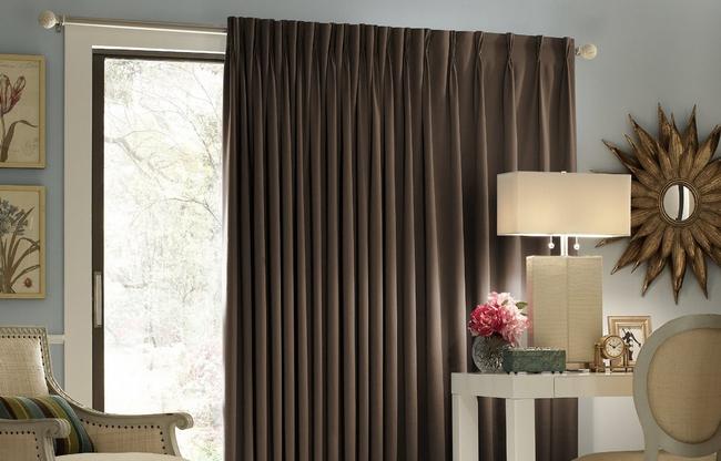 фото коричневых штор в гостиной