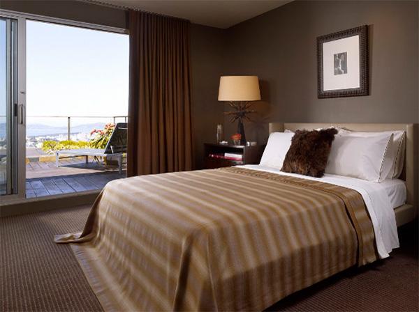фото коричневых штор в спальне