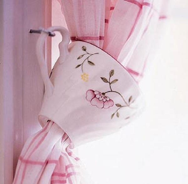 подхват для шторы в кухне из кружки