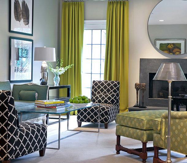 фото портьер горчичного цвета в гостиной комнате