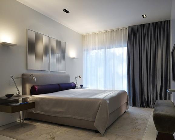 контрастные шторы и тюль в спальной комнате