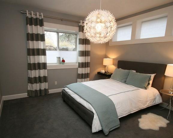 занавески в полоску в современной спальне