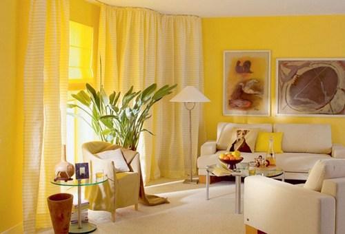шторы желтого цвета в интерьере гостиной