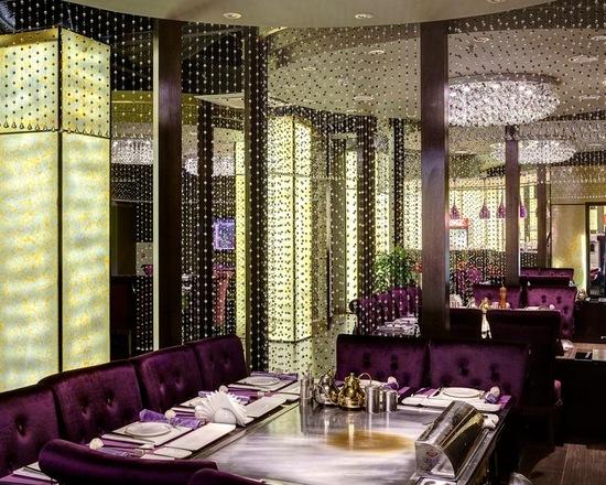 штора из хрусталя в роскошном ресторане