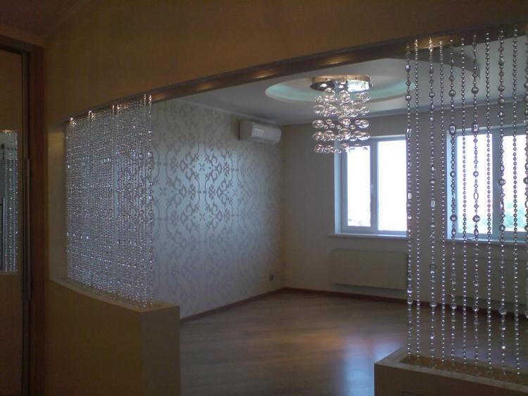 шторы из стекляруса в спальной комнате
