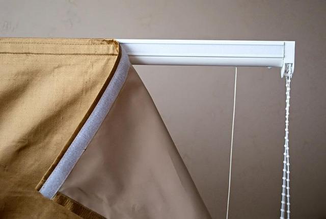 карниз для римской шторы на липкой ленте